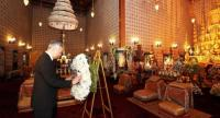 Singaporean Prime Minister Lee Hsien Loong lays a wreath to mourn the passing of HM King Bhumibol Adulyadej at Dusit Maha Prasat Throne hall inside the Grand Palace yesterday. He was accompanied by his wife.