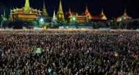 Mourners gather at Sanam Luang Saturday nigh to sing the royal anthem and light candles in memory of His Majesty King Bhumibol Adulyadej.