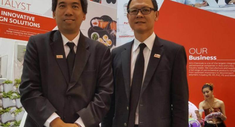 SCG president Cholanat Yanaranop, right, and Suracha Udomsak, R