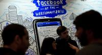 [File photo] Web Summit's attendees gather in front of the Facebook stand during the Web Summit at Parque das Nacoes, in Lisbon on November 9, 2016.  / AFP PHOTO