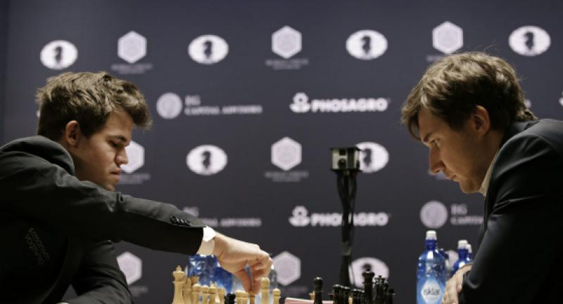 Chess player Magnus Carlsen (L) of Norway, the reigning world chess champion, makes a move against Sergey Karjakin, of Russia, during round 12 of the World Chess Championship in New York, New York, USA, 28 Nov 2016. The match ended in a draw. EPA