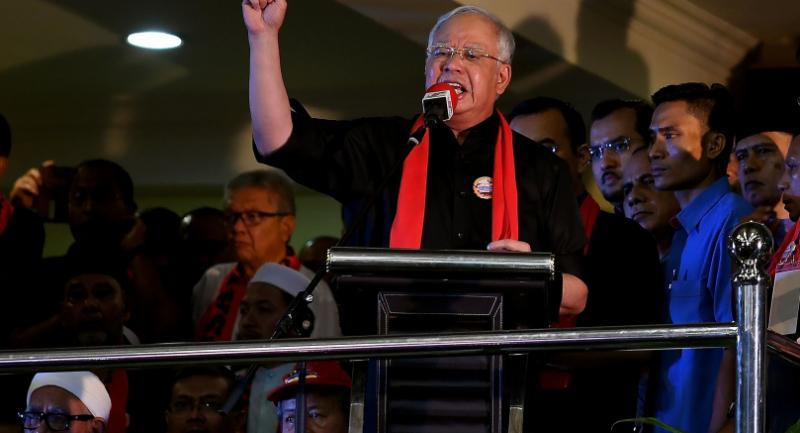 Malaysian Prime Minister Najib Razak gestures while addressing ethnic Rohingya Muslim refugees during a gathering in Kuala Lumpur on Sunday against the persecution of Rohingya Muslims in Myanmar. / AFP PHOTO / MANAN VATSYAYANA