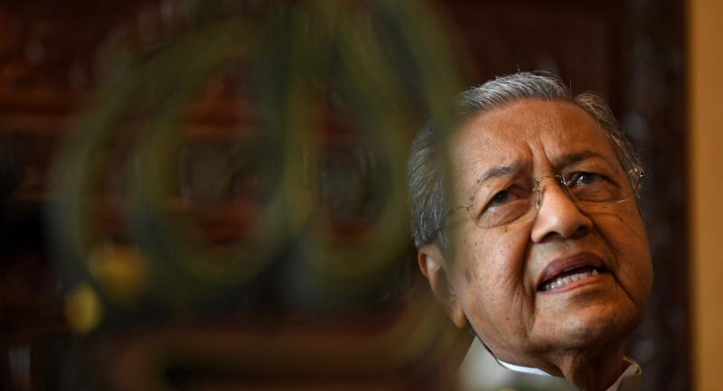 This picture taken on Tuesday shows Malaysia's former prime minister Mahathir Mohamad speaking during an interview with AFP at his office in Putrajaya. / AFP PHOTO / Manan VATSYAYANA