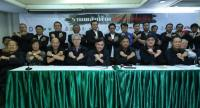 Leaders of national media organisations make a gesture signifying opposition to the controversial media regulation bill proposed by the National Reform Steering Assembly at a conference at the Thai Journalists Association headquarters yesterday.
