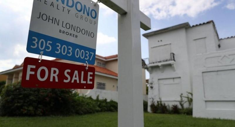 (FILES) This file photo taken on November 16, 2016 shows a for sale sign posted in front of a home in Miami, Florida./ AFP PHOTO