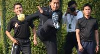 File photo: Prime Minister Prayut Chan-o-cha leads Government House officials to exercise on a Wednesday.