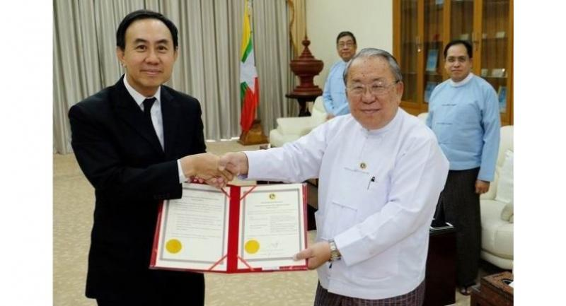 Pisit Serewiwattana, left, president of Export-Import Bank of Thailand, and Kyaw Kyaw Maung, right, governor of the Central Bank of Myanmar.