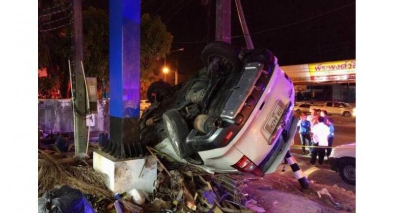 The SUV crashed into a power pole near the PTT gas station on Thepkrasattri Road. Photo: Winai Sarot