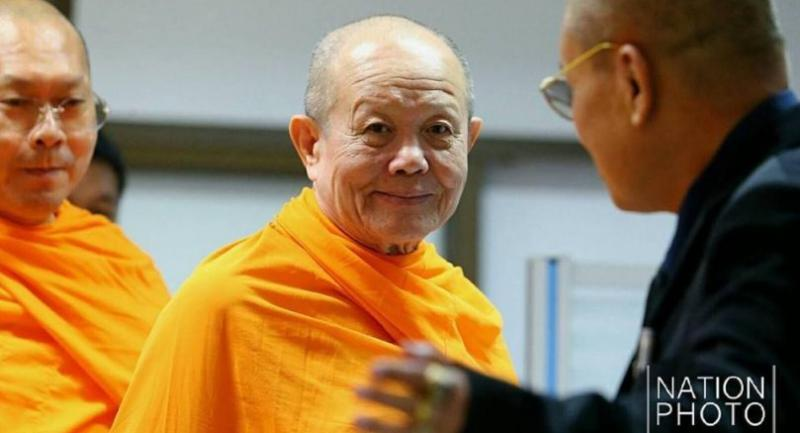 Pathum Thani-based Dhammakaya Temple deputy abbot Phra Thatthacheevo on Wednesday morning presented himself to the public prosecutors of the Thanyaburi Provincial Court to fight the charge of violating a junta order.