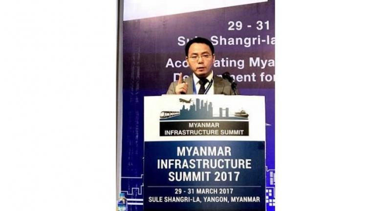 Lu Xingang, vice president of Huawei Network Solutions, delivers a speech at the third Myanmar Infrastructure Summit in Yangon.