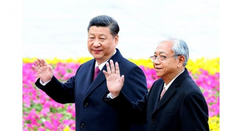 President Xi Jinping and Myanmar President U Htin Kyaw attend a welcoming ceremony outside the Great Hall of the People in Beijing on Monday. [Photo by Feng Yongbin/China Daily]