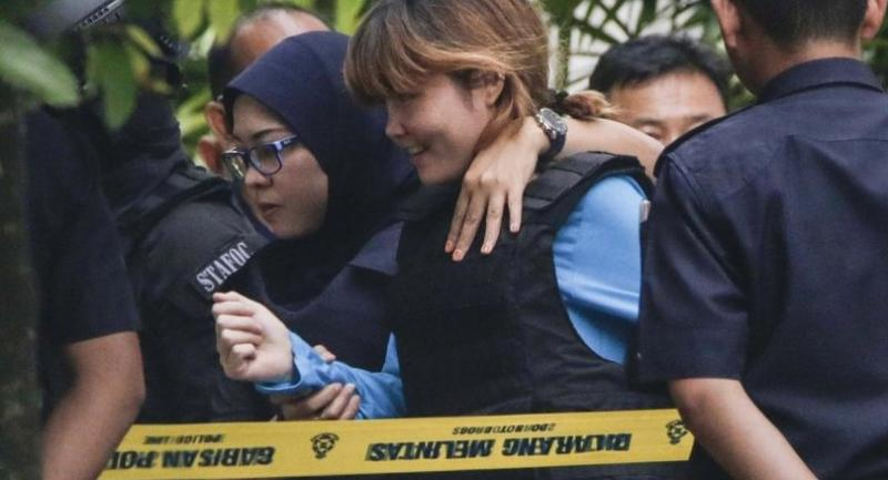 Vietnamese Doan Thi Huong, 28, (C) who was detained in connection with the death of Kim Jong-Nam, is escorted by Malaysian police for a court appearance at magistrates' court in Sepang, Malaysia on April 13.//EPA