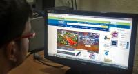(FILE) - An Indian consumer does online shopping on Flipkart at his home in Bhopal, India, 30 July 2014. /EPA