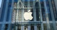 This file photo taken on September 14, 2016 shows the Apple logo at the entrance to the Fifth Avenue Apple store in New York.  / AFP PHOTO / Don EMMERT