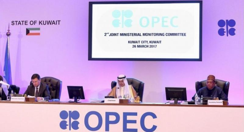 (L to R) Russian Energy Minister Alexander Novak, Kuwait's Oil Minister Essam al-Marzouq and OPEC secretary general Mohammad Sanusi Barkindo attend meeting of the 2nd Joint Ministerial Monitoring Committee of OPEC, March 26, 2017./ AFP