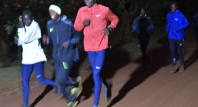 Kenya's athlete Eliud Kipchoge (C) runs during a morning training on March 17, 2017 at the Kaptagat, in Eldoret. Kipchoge targets to run the marathon under two hours. / AFP
