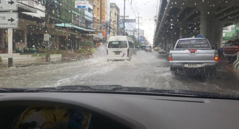 Chaengwattana road is flooded Wednesday morning.