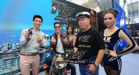 Tan , second from right,  poses with T247 energy drink's two brand presenters : J-Jetrin  Wattanasin, second from left, and Son-Yuke Songpaisan, left.