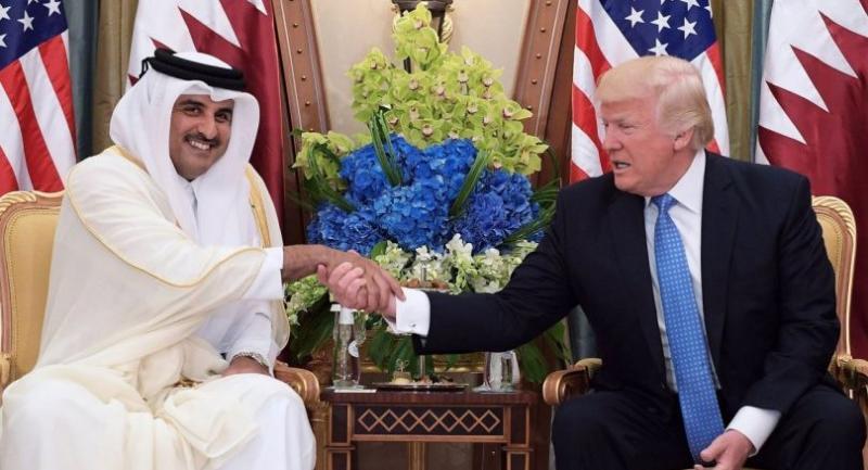 US President Donald Trump (R) and Qatar's Emir Sheikh Tamim Bin Hamad Al-Thani take part in a bilateral meeting at a hotel in Riyadh on May 21, 2017. / AFP PHOTO