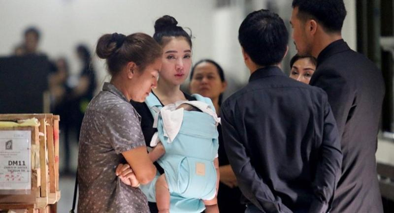 "Actress Napapa ""Patt"" Tantrakul, carrying her newborn babyboy, talks with lawyer Sitthichok Trinet at Bangkok's Ratchadapisek Criminal Court, after the bail application for her motorcycle racer husband Akarakit ""Benz Racing"" was rejected on Monday."