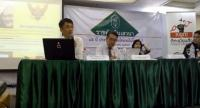 "Academics Parinya Thewanaruemitkun, left, Chartchai na Chiangmai, and Siripan Noksuan Sawasdee share perspectives on current politics and democracy in a seminar ""85th Anniversary of Democracy: Where should we go?""."