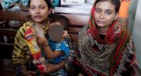 Nusrat Jahan (R), the biological mother of the child, and Rasheda Akter (L), the adopted mother, are seen at court after the verdict in the Bangladeshi city of Chittagong on July 27, 2017. // AFP PHOTO