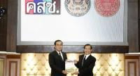 Prime Minister Gen Prayut Chan-o-cha receives a reform report from National Reform Steering Assembly President Captain Tinnaphan Nakata yesterday.