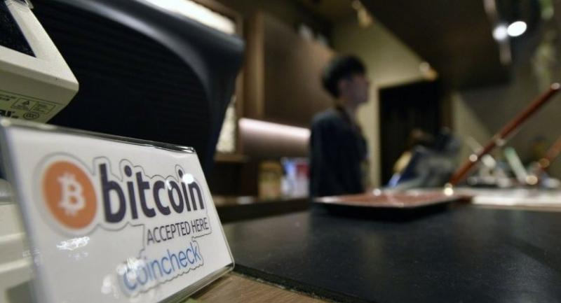 A bitcoin sign is seen at the reception desk of the Anshin Oyado Shinjuku Ekimae capsule hotel in Tokyo, Japan, 03 July 2017. /EPA