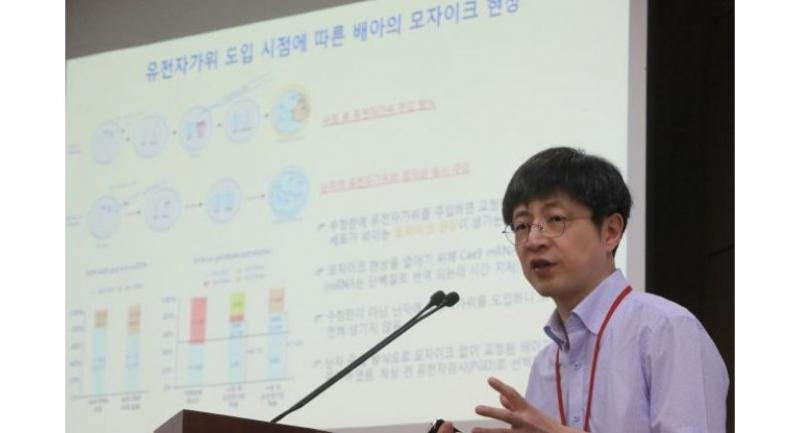 Kim Jin-soo, the head of the Center for Genome Engineering at the Institute for Basic Science in Korea, speaks during a press conference in Gwacheon, Gyeonggi Province, Thursday. (Yonhap)