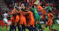 Netherlands' players celebrate after winning during the UEFA Women's Euro 2017 football tournament semi-final match between Netherlands and England at the FC Twente Stadium, in Enschede on August 3, 2017. / AFP PHOTO