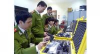 Cyber police in the capital city use advanced technology to investigate cybercrime. — Photo congan.hanoi.gov.vn