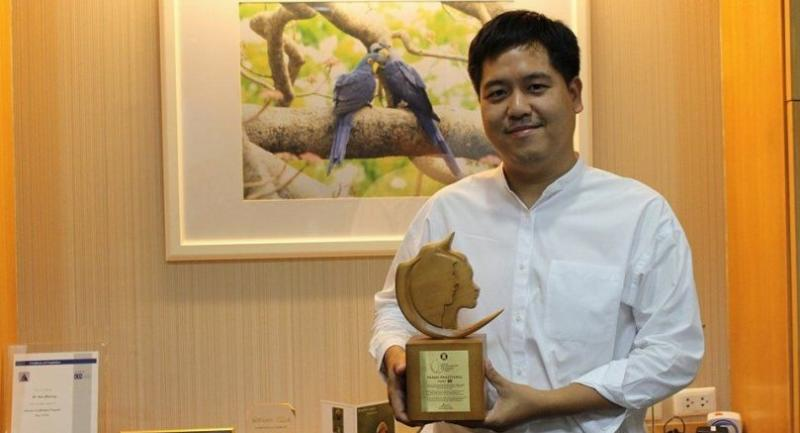 Nonn Panitvong poses with the Asean Biodiversity Hero Award that was presented to him during the 50th Asean Summit in Manila. // Pratch Rujivanarom