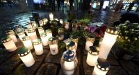 Flowers and candles have been left at the Turku Market Square in the Finnish city of Turku where several people were stabbed on August 18, 2017./AFP