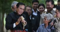 PM Prayut talks to the frog.