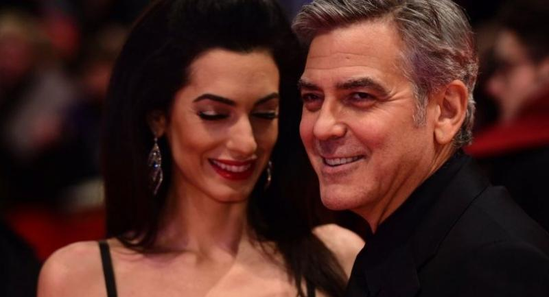 (FILES) File photo dated February 11, 2016 shows US actor George Clooney (R)and his wife Amal arrive at the 66th Berlinale Film Festival in Berlin.// AFP PHOTO