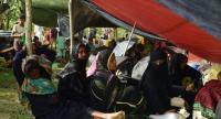 Fleeing Rohingya refugees rest under a makeshift shelter near Ukhiya on the Bangladesh border on August 27, 2017, after violence erupted in bordering Myanmar's Rakhine state./AFP