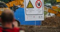 People near the sealed off area where a British World War II bomb was found during construction work in Wismarer Strasse, Frankfurt Main, Germany, 02 September 2017. // EPA PHOTO