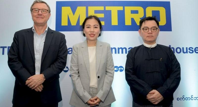 Tiparayat Kaewsringarm (middle), deputy CEO of Metro Wholesale Myanmar with Howard Seargent (left), managing director of Kospa and Tun Tun (right),  chief financial officer of First Myanmar Investment Co, after a traditional groundbreaking ceremory