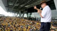 File photo: Former People's Alliance for Democracy leader Sondhi Limthongkul speaks on stage during the yellow-shirt protest at Suvarnabhumi Airport in 2008.