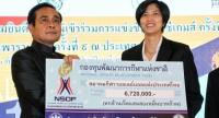 PM Prayuth Chan-o-cha presents a cheque for national volleyball player Pluemjit Thinkhaow