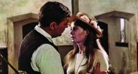 Charles (Robert Mitchum) meets Rosy (Sarah Miles) on a return trip to Dublin in