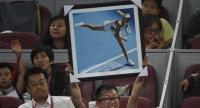 A fan holds up a photo of Maria Sharapova of Russia during her match against Anastasija Sevastova of Latvia at the China Open tennis tournament in Beijing on September 30, 2017. / AFP PHOTO / GREG BAKER