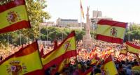Protestors gather holding Spanish flags during a demonstration against independence of Catalonia called by DENAES foundation for the Spanish Nation Defence at Colon square in Madrid on October 07, 2017. / AFP PHOTO