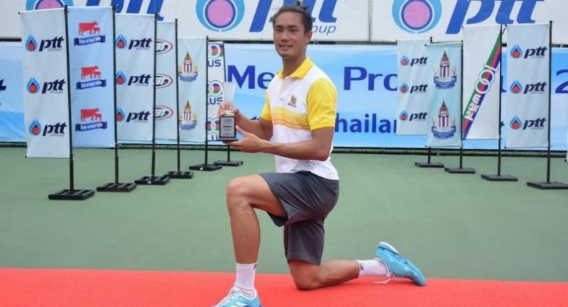 Wishaya Trongcharoenchaikul poses with his maiden ITF trophy.