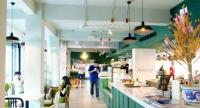 Doi Kham offers three venues under one roof where you can enjoy a refreshing drink, a light meal and do your shopping.