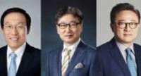 Kim Ki-nam, president of Samsung's semiconductors unit (from left) Yoon Boo-keun, head of Samsung's consumer electronics unit,Koh Dong-jin, head of Samsung's mobile unit