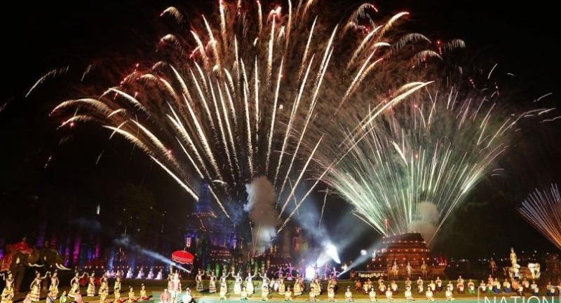 Firework display during the Loy Krathong Festival on Friday night at the Sukhothai Historical Park (courtesy of Kobphuk Phromrekha)