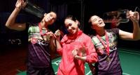 Jongkolphan Kititharakul, Nitchaon Jindapol and Rawinda Prajongjai pose with their trophies.