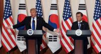 US President Donald Trump (L) and South Korean President Moon Jae-In (R) attend at a joint press conference at the presidential Blue House in Seoul on November 7, 2017./AFP
