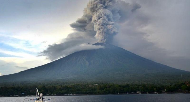 Photo : Mount Agung on November 28.//AFP